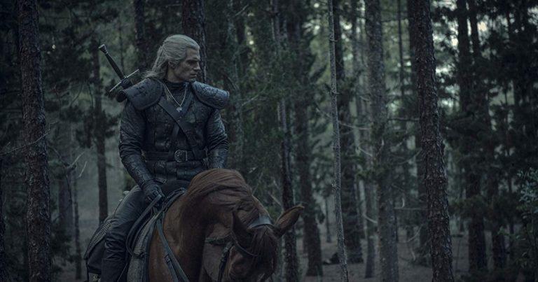 Nyt Netflixissä: odotettu fantasiasarja The Witcher – näin Noituri lukee Noituria