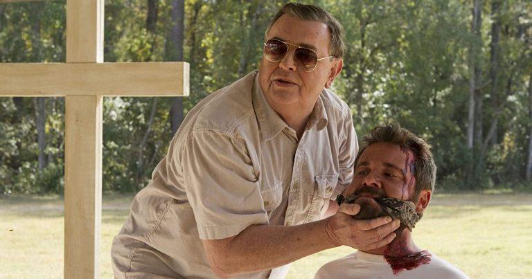 Tänään tv:stä: Eli Rothin tuottama kauhutrilleri The Sacrament – perustuu Jonestownin joukkoitsemurhatragediaan